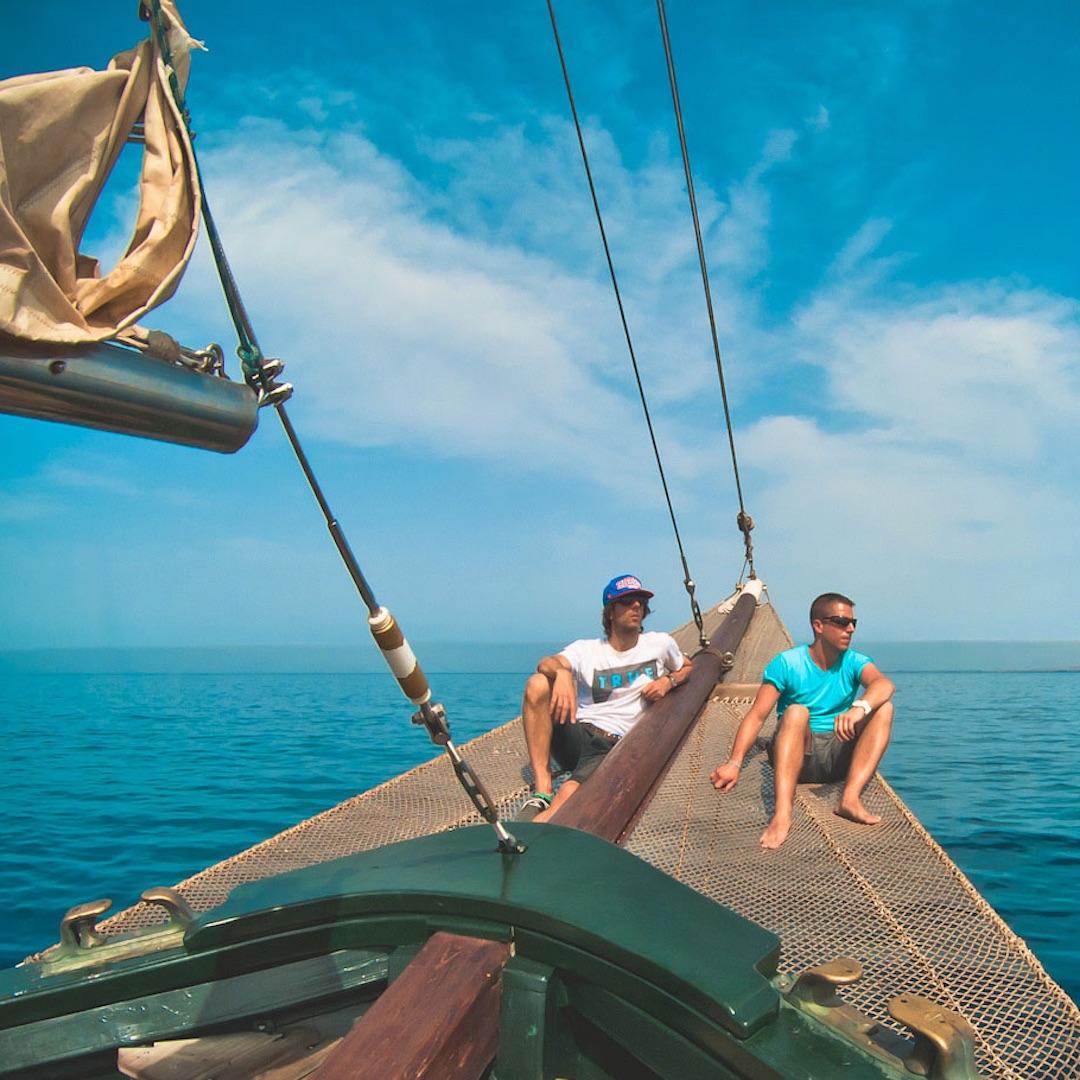 Auf Fuerteventura ist es ganzjährig warm, im Winter gibt es weniger Wind als im Sommer, der wiederum angenehmere Wassertemperaturen hat. Fuerteventura ist sensationell familienfreundlich, sicher, günstig und ideal für Aktiv-Urlaube.