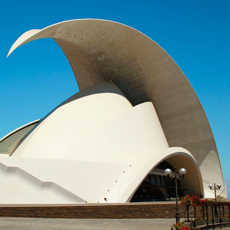 Die größte Stadt der Insel, Santa Cruz de Tenerife, bietet eine spannende Mischung aus Kunst, Kultur, Geschichte und Tradition.