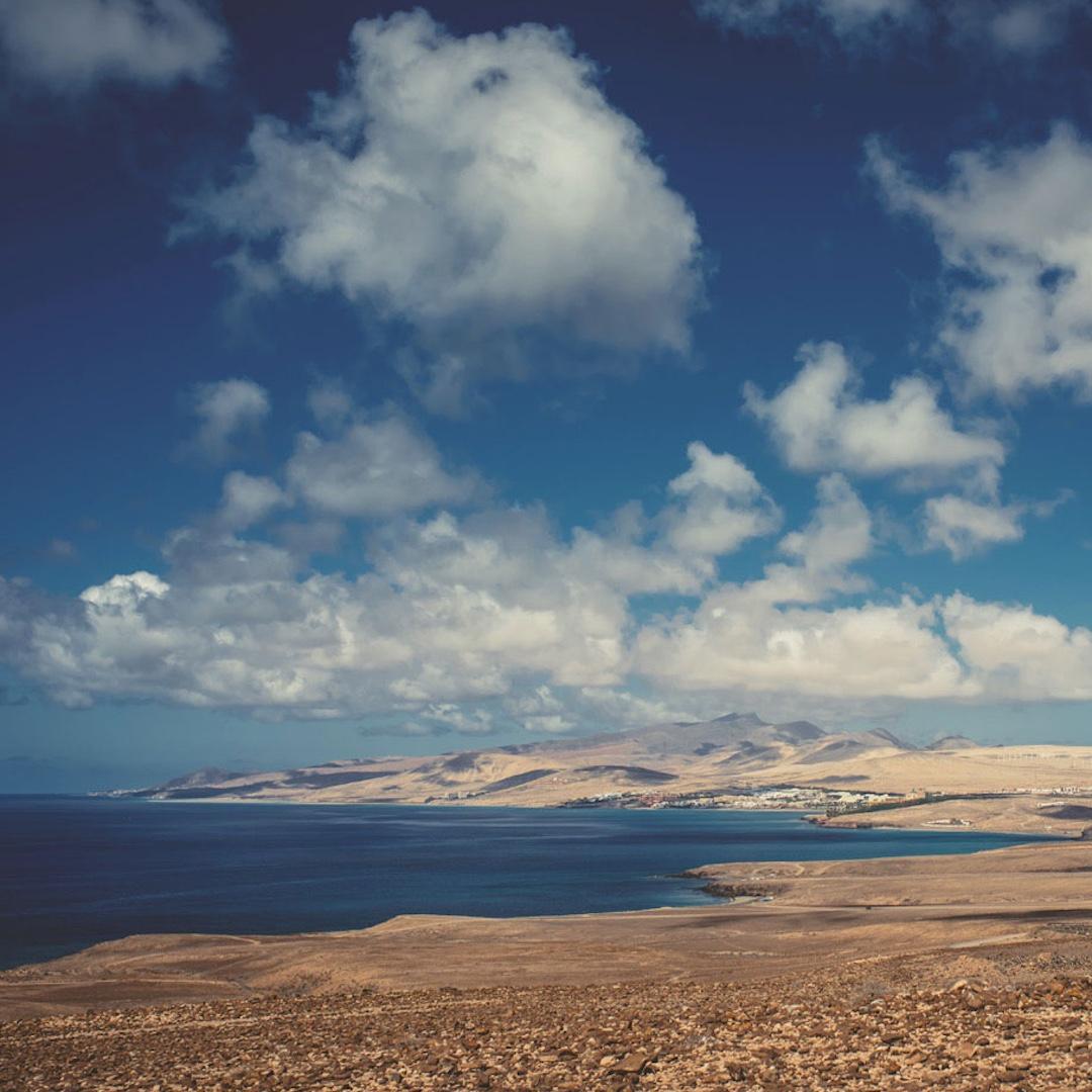 Fuerteventura ist eine der sonnenreichsten Flecken auf diesem Planeten. Oder mit anderen Worten: Das Wetter auf Fuerteventura ist fast das ganze Jahr durch sommerlich.