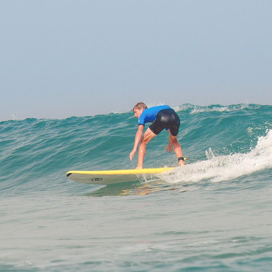 Fuerteventura bietet eine ganze Reihe von Surfcamps für Windsurfer, Stand-Up-Paddler und Wellenreiter. Es gibt wichtige Punkte zu beachten, wenn Sie Surfen lernen wollen. Finden Sie hier erste Anhaltspunkte. Und melden Sie sich gerne bei uns.